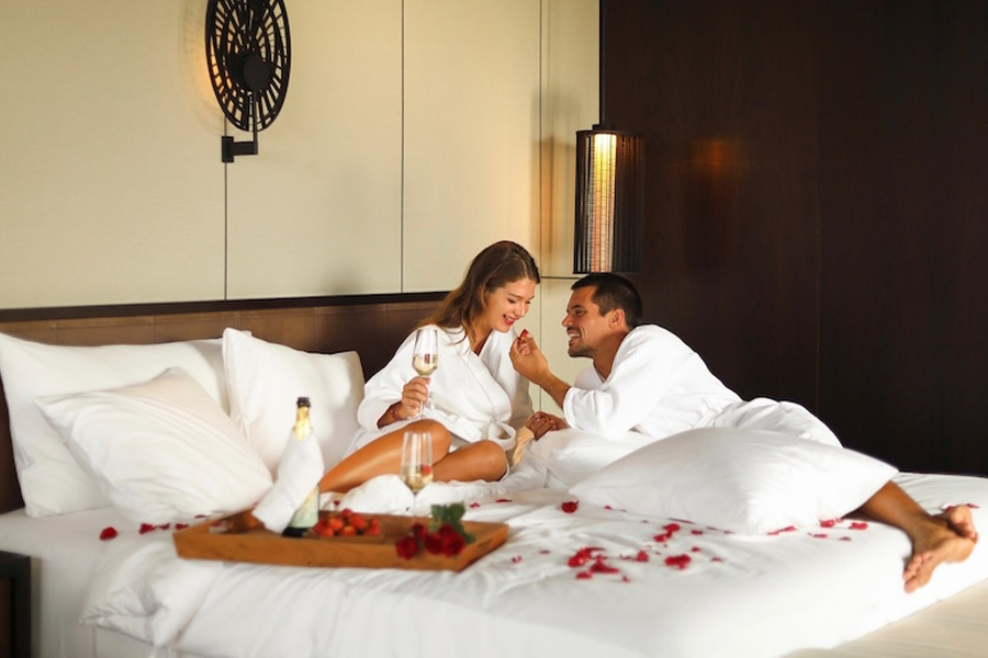 find holiday girlfriends in Indonesia