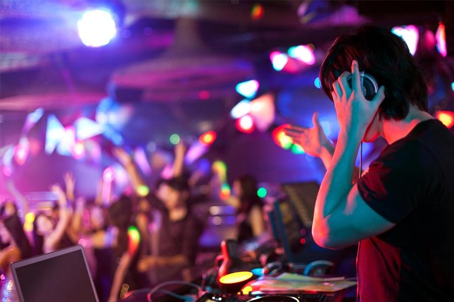 Night Clubs and Bars in Hong Kong