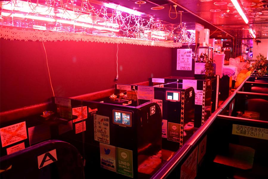 Blowjob Bars or Pink Salons in japan